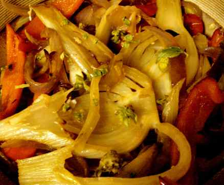 Cooked fennel salad with red pepper and onion