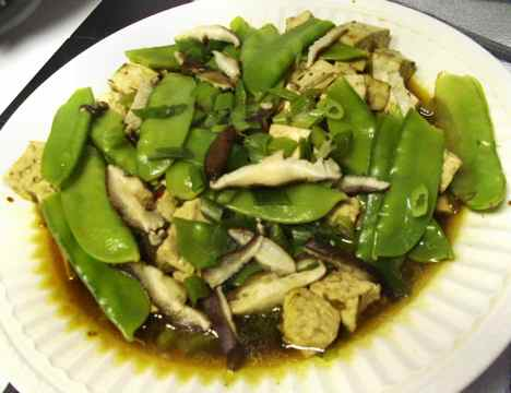 Microwaved platter of low-sodium tofu with snow peas