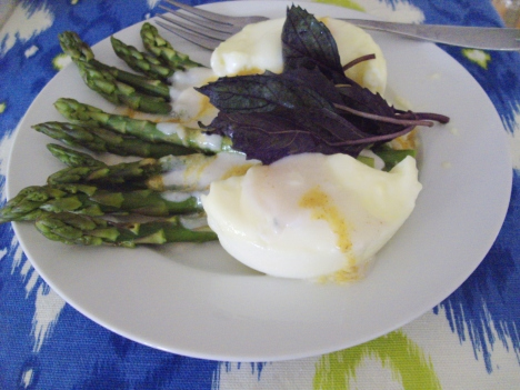 microwaved asparagus with a poached egg